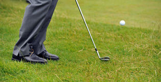 Tiro de microplaqueta do golfe do áspero Imagens de Stock Royalty Free