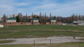 Tiro de Quadrocopter, vista geral da cidade provincial vídeos de arquivo