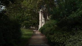 Tiro de Timelapse del tener un paseo en los jardines de Luxemburgo Señal de París metrajes