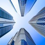 Tiro del ángulo inferior de la intersección del rascacielos stock de ilustración
