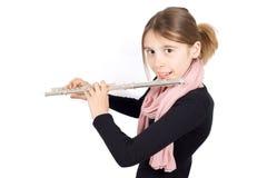 Tiro del estudio de la muchacha sonriente que toca la flauta aislada en blanco Imagenes de archivo