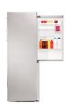 Tiro del estudio de un refrigerador abierto por completo de los productos alimenticios Fotos de archivo libres de regalías