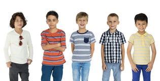 Tiro del ritratto del gruppo di felicità dei bambini Immagine Stock