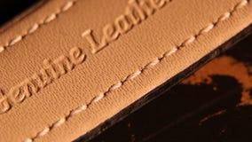 Tiro detalhado de uma correia de couro filme