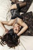 Belle donne asiatiche sexy su un letto Fotografie Stock
