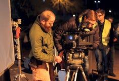 Tiro di notte delle troupe cinematografica Cineasta con 4k Arri Alexa Camera Immagini Stock