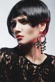 Mulher 'sexy' da forma no vestido preto da guipura. Composição profissional Imagens de Stock Royalty Free