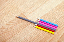 Tiro do estúdio de lápis coloridos em seguido Imagens de Stock Royalty Free