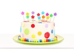 Tiro do estúdio de um bolo delicioso colorido com decorações das estrelas imagem de stock
