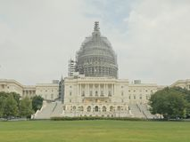 Tiro do exterior de nós capitol que submete-se a renovações em Washington fotografia de stock royalty free