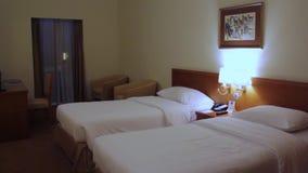 Tiro do interior do quarto duplo do hotel filme