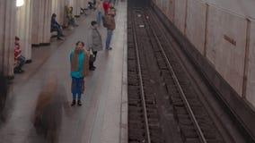 Tiro do lapso de tempo da estação do metro filme
