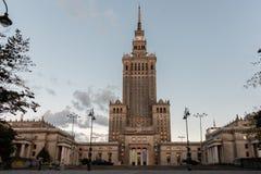 Tiro do palácio da cultura e da ciência em Varsóvia fotografia de stock royalty free