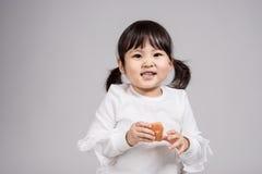 Tiro do retrato do estúdio do bebê asiático dos anos de idade 3 - isolado Foto de Stock Royalty Free