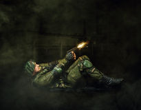 Tiro do soldado do militar do revólver Imagens de Stock Royalty Free