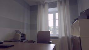 tiro do steadicam Interior moderno do escritório Secretário Desk filme