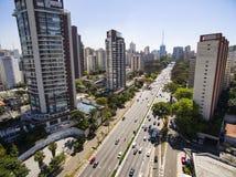 Tiro do zangão em uma cidade grande no mundo, a vizinhança de Itaim Bibi, a cidade de Sao Paulo Foto de Stock