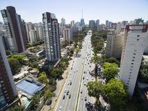 Tiro do zangão em uma cidade grande no mundo, a vizinhança de Itaim Bibi, a cidade de Sao Paulo Imagens de Stock Royalty Free