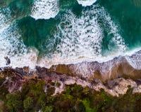 Tiro do zangão sobre o oceano imagens de stock royalty free