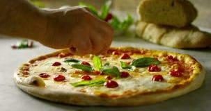 Tiro dos ingredientes e das ações na definição 4k ou 6k pela agência dos profissionais de indústrias italianas do alimento, e coz filme