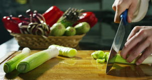 Tiro dos ingredientes e das ações na definição 4k ou 6k pela agência dos profissionais de indústrias italianas do alimento, e coz vídeos de arquivo