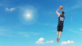 Tiro en suspensión en el cielo Foto de archivo libre de regalías