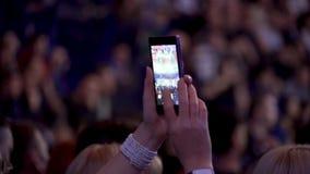 Tiro en un teléfono de una lucha del boxeo en el anillo Lucha de encajonamiento en el anillo Imagenes de archivo