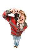 Tiro engraçado do fisheye do homem novo com câmera Fotografia de Stock Royalty Free