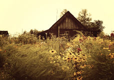 Tiro escénico de los edificios viejos del granero Fotos de archivo