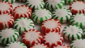Tiro giratorio de los caramelos de hierbabuena metrajes