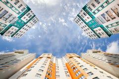 Tiro granangular de nuevos edificios residenciales Fotografía de archivo libre de regalías
