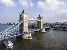 Tiro grande histórico de la antena del puente de la torre de la ciudad de Londres Foto de archivo