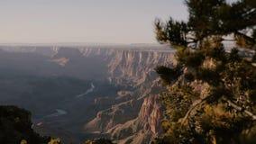 Tiro hermoso Mountain View asombroso del río Colorado que revela del fondo y de la puesta del sol del parque nacional épico de Gr almacen de video