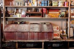Tiro interior da loja que tratou uma vez os compradores no canal de Erie, Palmyra velho, New York, 2018 imagens de stock