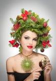 Tiro interno criativo bonito da composição e do penteado do Xmas Modelo de forma Girl da beleza Inverno Elegante bonito no estúdi Fotografia de Stock Royalty Free