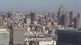 Tiro largo do ângulo da arquitetura da cidade alta do Tóquio da elevação filme