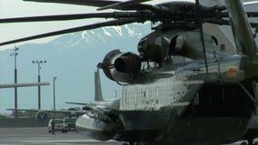 Tiro lateral del helicóptero marino presidencial almacen de metraje de vídeo