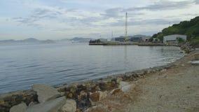 Tiro lejano del puerto de la tierra almacen de metraje de vídeo