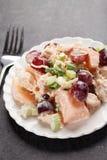 Tiro levemente angular da salada do cantalupo da uva da galinha Imagens de Stock