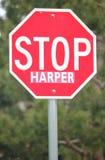 Tiro médio de um sinal comum da parada usado para parar o líder conservador canadense Stephen Harper fotografia de stock royalty free