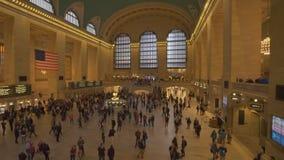 Tiro móvil de la estación de Grand Central en Nueva York almacen de video