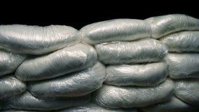 Tiro móvil del envío de la droga almacen de metraje de vídeo