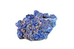Tiro macro da pedra preciosa natural Azurite mineral cru, Marrocos Objeto isolado em um fundo branco Fotografia de Stock