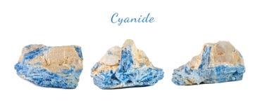 Tiro macro da pedra preciosa natural Cianureto mineral cru, Brasil Objeto isolado em um fundo branco Foto de Stock Royalty Free
