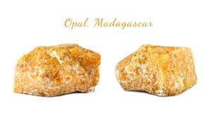 Tiro macro da pedra preciosa natural O mineral cru é opala, Madagáscar Objeto isolado em um fundo branco foto de stock royalty free