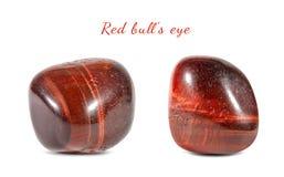 Tiro macro da pedra preciosa natural Olho de pedra mineral natural do ` s do touro Objeto isolado em um fundo branco Imagem de Stock Royalty Free