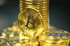 Tiro macro de Bitcoins Tecnología de Blockchain, explotación minera del bitcoin Fotos de archivo libres de regalías