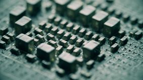 Tiro macro de los componentes múltiples de la placa de circuito del ordenador almacen de video