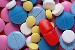 Tiro macro de medicamentos coloridos, visión superior Fotografía de archivo libre de regalías