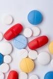 Tiro macro de medicamentos coloridos, visión superior Imagen de archivo